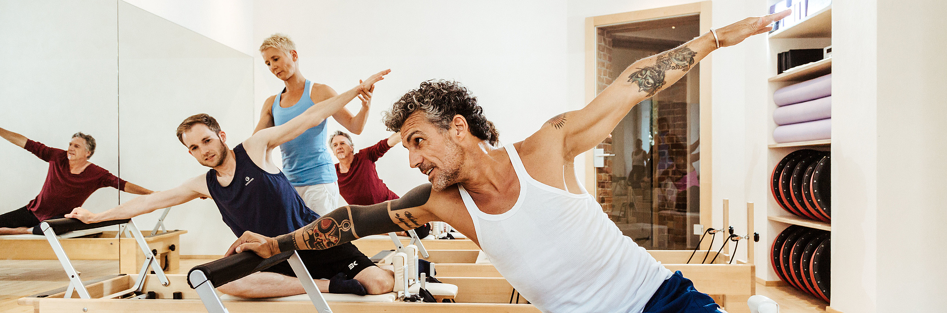 Trainingsgruppe im Pilates-Studio